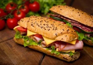 черри, салями, ветчина, булочки, помидоры, батон, салат, сэндвичи, сыр, балык, бутерброды