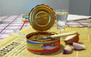 санкции, еда, консервы, стол, водка, газета