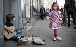 хлопчик, гітара, музикант, дівчинка, вулиця