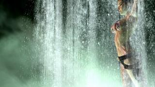 девушка, водопад, 3d, капли, зеленый фон