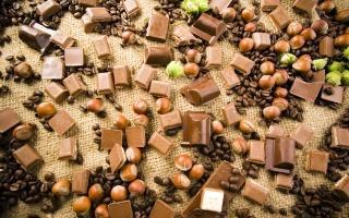 шоколад, сладости, орехи, кофе, скатерть