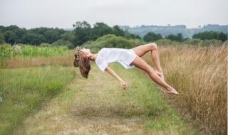 holka, blond, téma, tvůrčí, příroda, stav beztíže, tvůrčí, nožičky, krásně