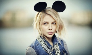 Chloe Grace Moretz, chloe grace moretz, girl, actress, posing, macro, photo, theme, Mickey mouse, blonde