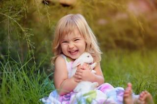 дівчинка, кролик, настрій, радість
