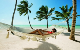 лето, курорт, пляж, океан, рай, природа, пальмы, отдых, гамак, девушка, брюнетка, загар