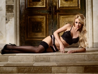 Lisa Gleave, sexy, figure, linen, stockings, shoes, face, view, eyes, hair, sponge, beauty