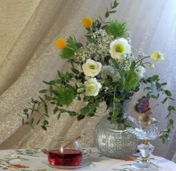 композиція шик, натюрморт, квіти, ваза, чашка, чай, краса