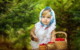child, girl, nature, positive, spruce, solitaire, piercing, view, spoon, raspberry