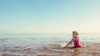дівчинка, море, небо, відпочинок, капелюх, купання, бризки, краса