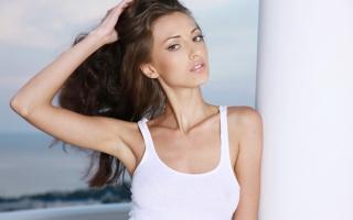 anna sbitnaya, дівчина, брюнетка, позує, погляд
