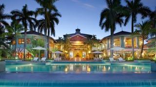 the hotel, evening, the building, lights, lighting, pool, palm trees, umbrellas, comfort, beauty