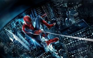 летить, Людина-Павук, ніч, Людина-павук, хмарочоси, пвутина