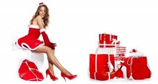 holka, sedí, шатенка, krabice, boty, dárky