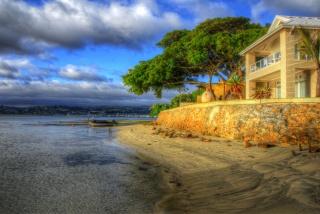 dům, na břehu oceánu