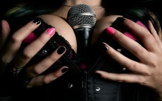 груди, великий розмір, мікрофон, шоу-бізнес