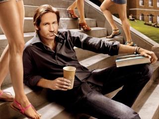 David Duchovní, californication, david duchovny, herec, cigareta, příčky, kniha, sklenici latte