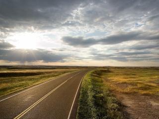 дорога в степи, солнце, тучи, безлюдно