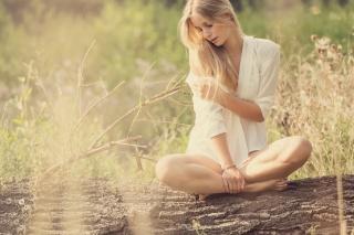 Sen, léto, holka, tričko, portrét, sluneční světlo