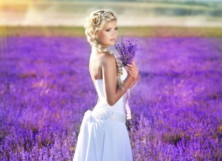 девушка, белое платье, взгляд, макияж, волосы, коса, руки, природа