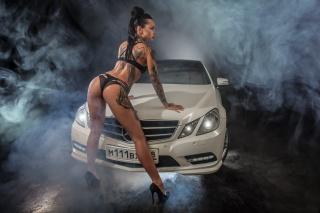 авто-дівчина, mercedes-benz, мерседес, фон, дівчатка, Модель, ladyCar, спина, попа, машина, дівчина, красива, поза, білизна, ніжки, Біла, дим, Автомобіль, тату, позує