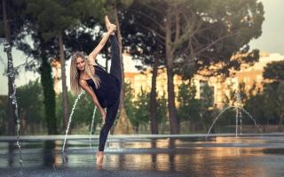 blond, gymnast, fountains, sports, beautiful