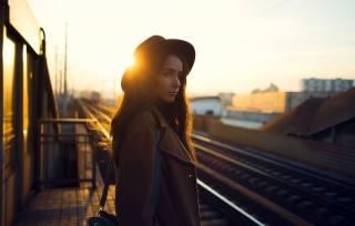 женщины, закат, солнечный свет, шляпа, Железнодорожный, looking away