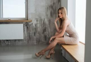 женщины, блондинка, платье, сидит, window sill, брюнетка, ажурные чулки, painted nails, Стены