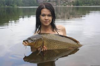 дівчина, озеро, риба, короп, сазан, річкова корова, фото, рибалка