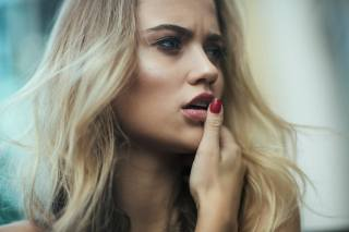 жінки, блондинка, особа, red nails, open mouth, looking away, depth of field