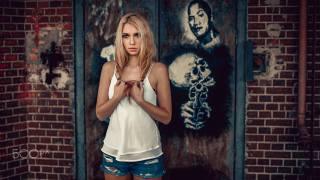 женщины, блондинка, jean shorts, 500px, кирпичи, painted nails