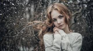 жінки, women outdoors, сніг, depth of field, светр