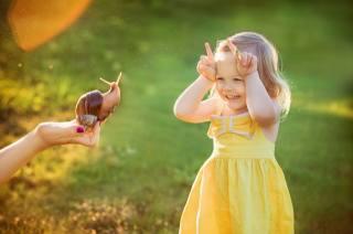 Julia Grafova, дитина, дівчинка, малятко, сукню, радість, рука, Равлик, Ріжки, літо