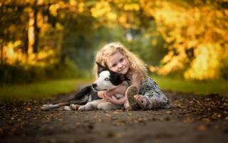 дитина, дівчинка, малятко, сукню, Тварина, собака, пес, обійми, природа, доріжка
