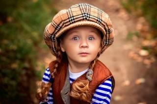 дитина, дівчинка, Vasilina, міміка, кіски, кепка, Peter Rooney, жилетка, смужки