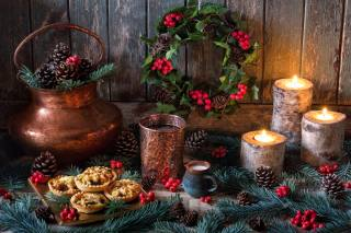 Board, holiday, New year, Christmas, decoration, wreath, branches, spruce, tree, cones, leaves, berries, Holly, Holly, candles, dessert, cakes