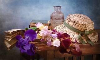 столик, ирисы, книги, цветы, ваза, шляпа