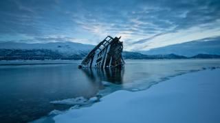 вода, мороз, природа, горы, снег, лед, облака, зима, Кораблекрушение, Норвегия, вечер, деревянные доски