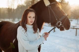 дівчина, кінь, фото