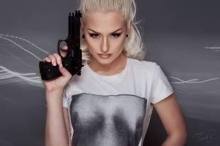 blond, zbraň, zbraně, tričko s krátkým rukávem
