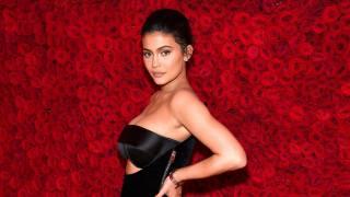 Kylie Jenner, розы
