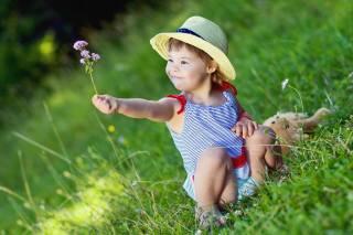 ребёнок, девочка, малышка, туника, шляпка, природа, лето, трава, цветок
