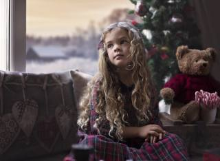 view, bathroom, mood, holiday, toy, New year, Christmas, pillows, window, candy, bear, girl, tree, child, curls, Indre Lisauskaite