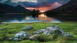 природа, краєвид, гори, пагорби, озеро, берег, трава, каміння, захід