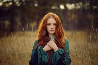 девушка, рыжая, длинные волосы, на природе, осень