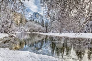 йосемитский национальный парк, Йосемитский национальный парк, Сьерра-Невада, снег, гора, Река Мерсед, лес, река, ветки, Merced River, Долина Йосемити, Калифорния, зима, Йосемити