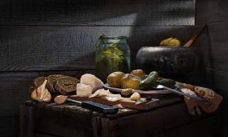 Сергей Фунтовой, доски, сало, нож, хлеб, чугунок, картошка, полотенце, чеснок, тарелка, банка, огурцы