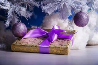праздник, Новый год, Рождество, ветки, ель, Игрушки, Шары, коробка, подарок