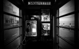 монохром, telefonní budka, telefon