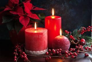 Новый год, свечи, ягоды