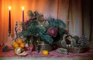zátiší, krabice, větvičky, jehličí, borovice, rány, mandarinky, sklenice, šampaňské, Hračky, svíčky, svátek, Nový rok